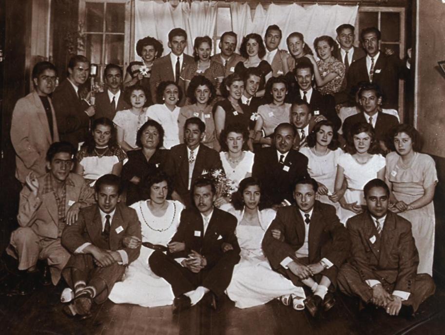 Agrupación cultural a la que perteneció Manuel –al fondo, quinto desde la derecha–. Valparaíso, 1951