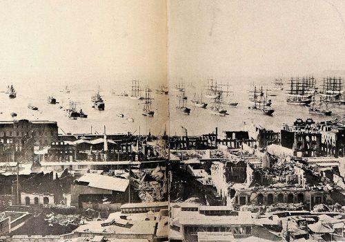 Panorámica de Valparaíso después del terremoto de 16 de agosto de 1906. Esta imagen fue restaurada a partir de la vista publicada en Revista Sucesos el 26 de octobre de 1906.