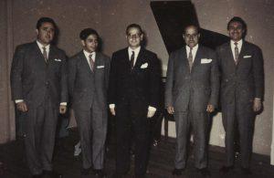 Antonio Rodio y su orquesta del Casino de Viña del Mar, 1958. De izquierda a derecha: Mario Córdova, cantante; Luis Saravia, pianista; Antonio Rodio, violín; Felipe Quintano, contrabajo; Alfredo Faba, bandoneón.