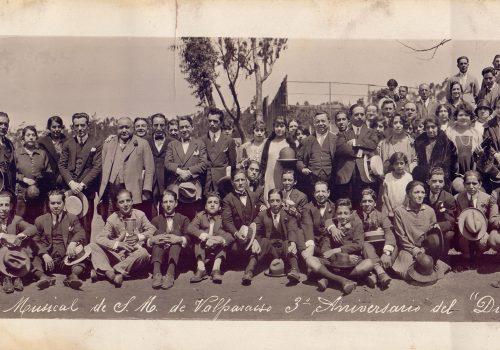 Socios de la SMSMV y sus familias en un paseo, en celebración del Día de la Música y el Aniversario de la SMSMV, 1926. Archivo de la SMSMV